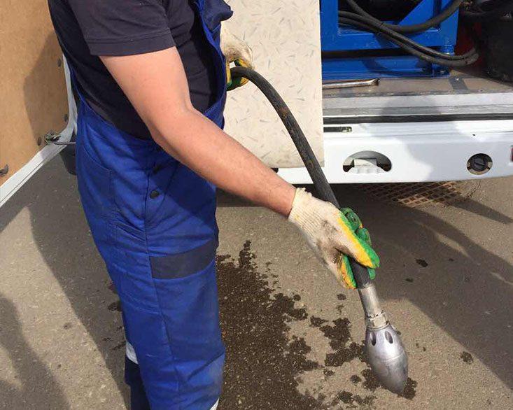 Гидродинамическая прочистка труб канализации